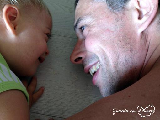 papà e bambino con sindrome di down